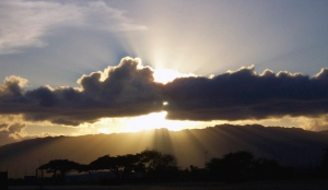 Crepuscular_ray_sunset_at_Pearl_Harbor